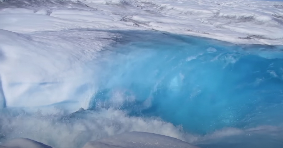 (사진 유튜브Rivers of meltwater on Greenland's ice sheet contribute to rising sea levels캡처)/뉴스펭귄
